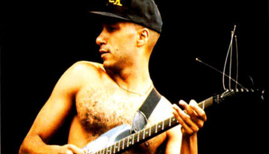 From http://www.dolphinmusic.co.uk/shop_image/uploads/Image/tom-morello-1.jpg