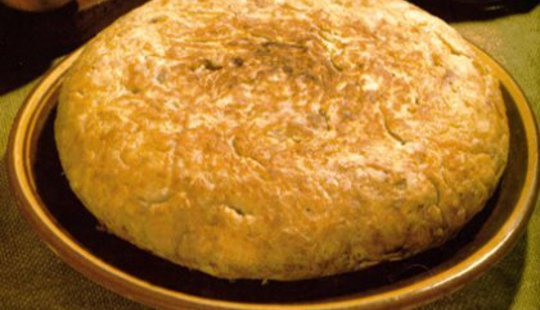 From http://img.directoalpaladar.com/2008/08/tortilla%20de%20patatas.jpg