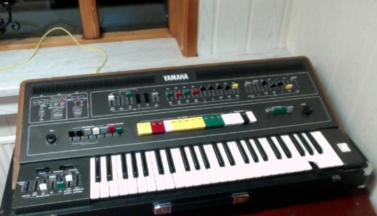 yamaha cs-50 picture two